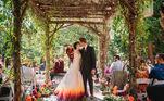 Apesar de ter sido um tanto inusitada, a ideia deu certo, e todos os convidados do casamento adoraram o vestido com cauda 'de fogo'