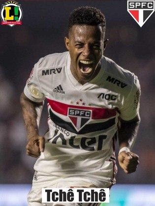 Tchê Tchê - 6,0 - Foi o escolhido para substituir Daniel Alves, suspenso, e cumpriu sua obrigação de ajudar o meio-campo.
