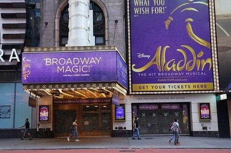 Teatro fechado na Times Square, em Nova York