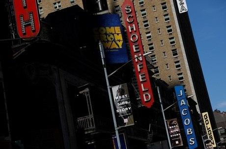Os teatros fechados na Broadway, em NY
