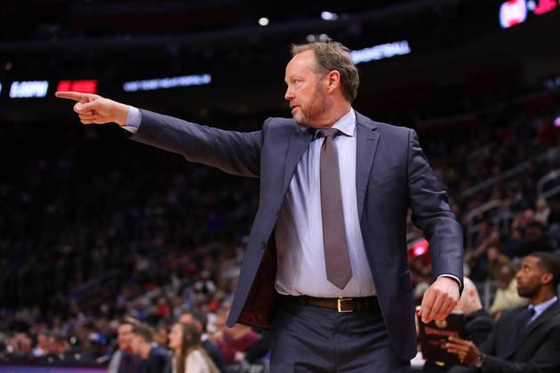 Técnico do ano - Na última temporada, Mike Budenholzer (Milwaukee Bucks) foi eleito o melhor treinador da NBA após conduzir sua equipe a uma campanha de 60 vitórias e 22 derrotas. Para 2019-20, Budenholzer é novamente um dos candidatos, ao lado do favorito Nick Nurse, campeão pelo Toronto Raptors na campanha passada
