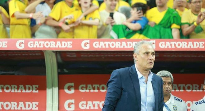 Tite quer mudar a forma de o Brasil jogar. Não teria tempo. Agora, tem