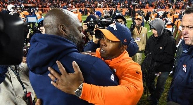 Lynn (Charges) e Joseph (Broncos): um se manteve e outro foi demitido na NFL