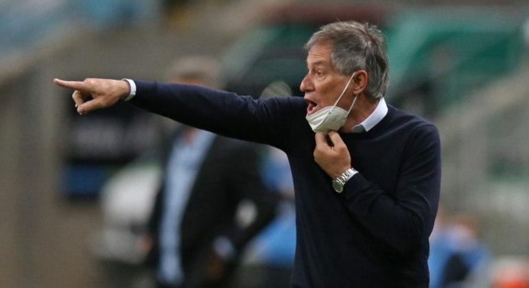 Ariel Holan é o novo técnico do Santos. Argentino assinou contrato até 2023
