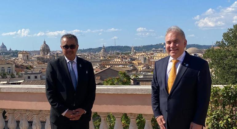 O diretor da OMS, Tedros Adhanom, com o ministro da Saúde, Marcelo Queiroga, em Roma