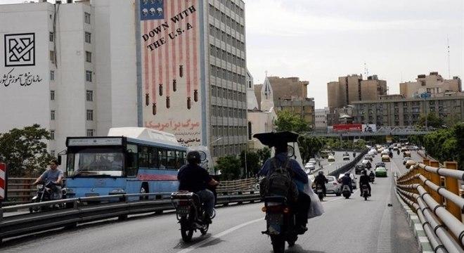 População do Irã é vítima de grave crise econômica que país atravessa