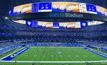 Foi-se o tempo que os estádios tinham telões modestos. O SoFi Stadium, em Los Angeles, nos Estados Unidos, recebeu a primeira tela 4K da história dos estádios. A arena é casa dos times Los Angeles Rams e Los Angeles Chargers, da principal liga de futebol americano do mundo, a NFL