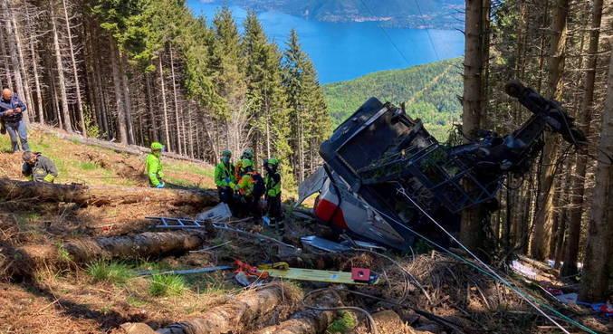 Sobe para 12 o número de mortos em queda de teleférico na Itália