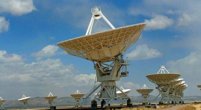 As comunicações atuais com naves espaciais são feitas através de sinais enviados por vários telescópios