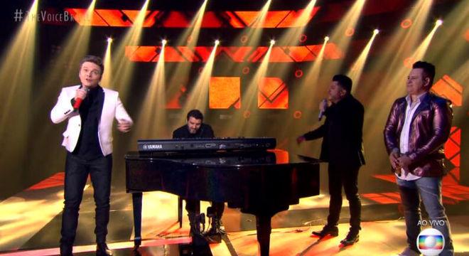 Teló e Bruno cantam enquanto Marrone só observa no ' The Voice Brasil'