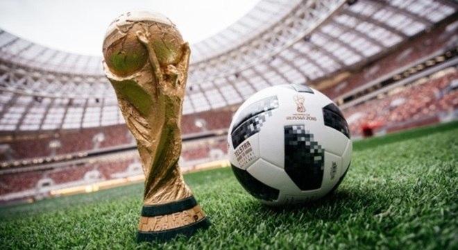 cb46c5b6bd1d9 Bola oficial da Copa da Rússia vai viajar para o espaço - Esportes ...