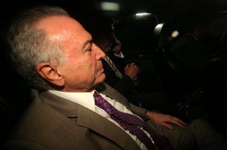 Temer que ficou quatro dias preso na PF do Rio