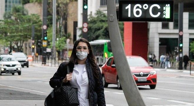Termômetros marcaram 16ºC na manhã desta segunda (21) na avenida Paulista