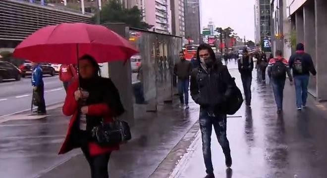 Temperatura despencam e não passam de 14º C em São Paulo