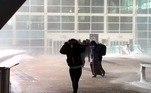 A neve pesada e úmida estava ameaçando também árvorese linhas de energia. Durante a tarde, mais de 57 mil clientes ficaram semenergia no Colorado, número que caiu para cerca de 24 mil à noite, de acordocom um rastreador de interrupções mantido pela concessionária Xcel Energy