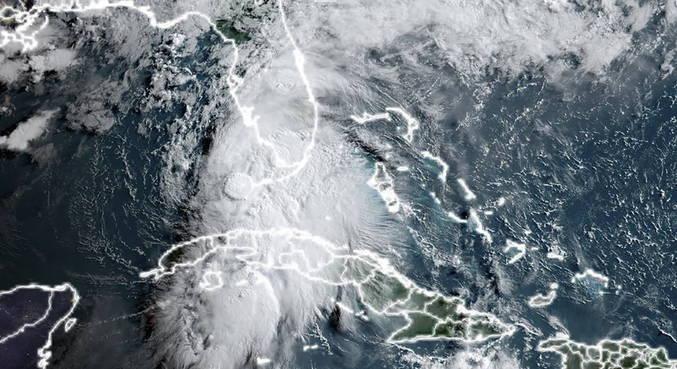 Tempestade Elsa avança para os EUA