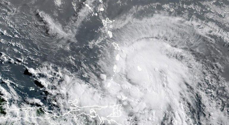 Imagem de satélite mostra a tempestade Elsa no Caribe, perto do Haiti