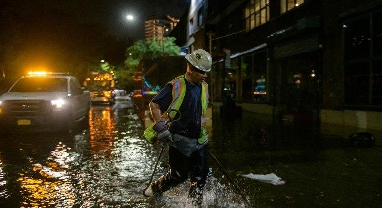 Tempestade Ida atingiu o nordeste dos EUA e pode afetar até 20 milhões de pessoas