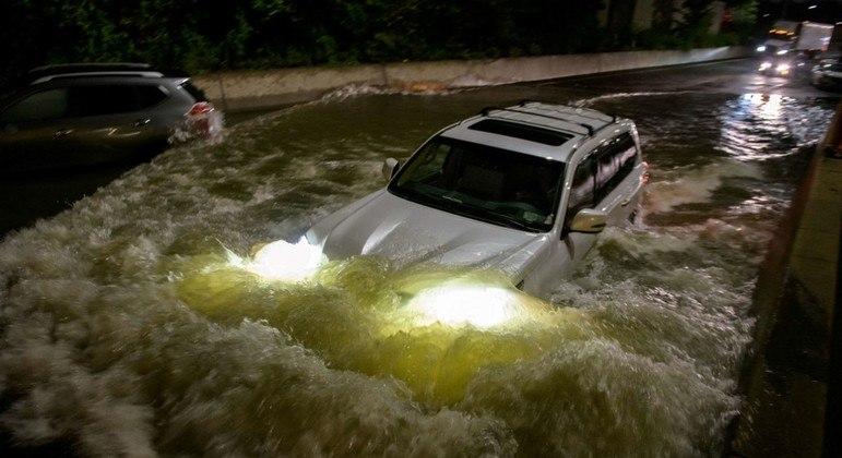 Inundações causaram a morte de pelo menos sete pessoas na cidade de Nova York