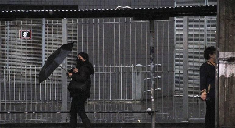 Depois de 29 dias de seca, SP tem previsão de chuva fraca nesta sexta-feira