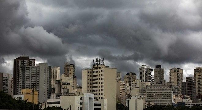 Chuvas trazem alerta para possíveis alagamentos