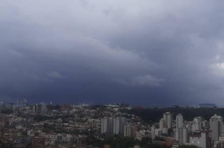 BH já tem céu nublado nesta tarde de segunda (7)