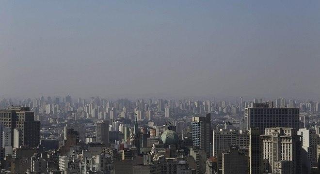 Tempo seco segura a poluição, qualidade do ar fica entre ruim e moderada