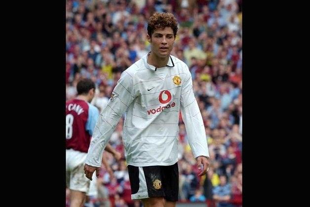 Temporada 2003/2004 - Ainda só, Cristiano Ronaldo fez sua primeira temporada pelo Manchester United. Atuou em 40 jogos oficiais e marcou seis gols