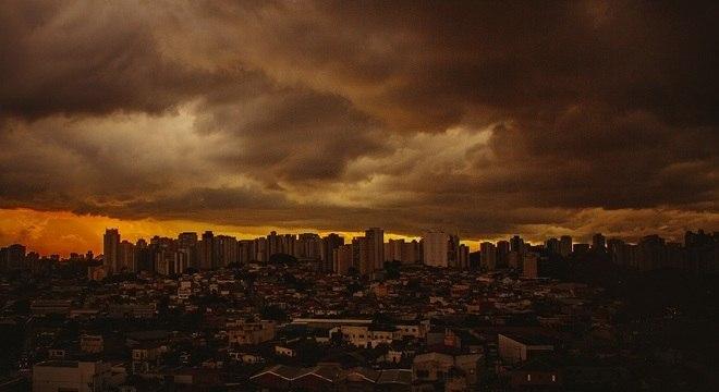 Nuvens carregadas sobre os bairros da Saúde e Jabaquara