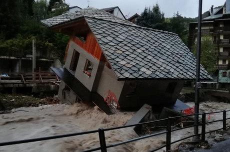 Casa foi arrastada pela enxurrada no Piemonte (Itália)
