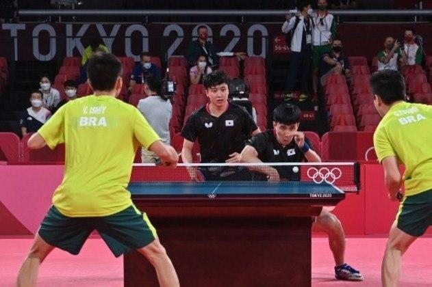 TÊNIS DE MESA MASCULINO - Depois de derrota na competição por equipes do time feminino, foi a vez do time masculino se despedir dos Jogos Olímpicos de Tóquio. Os brasileiros perderam por 3 a 0 para Coréia do Sul em jogos esmagadores. A pontuação final somava as partidas de duplas e individuais