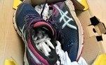 Segundo o site de notíciasCoconuts Manila, o pacote com o calçado foi enviado da Polônia por um remetente identificado comoMichal Krolicki
