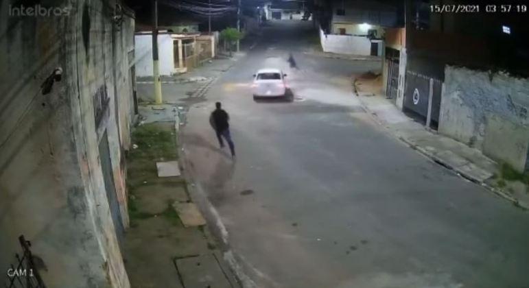 Motorista atropela suspeito de tentativa de assalto na zona leste de SP