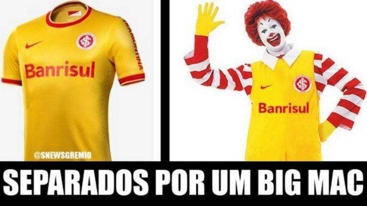 Terceiro uniforme do Internacional, em amarelo com detalhes vermelhos, foi comparado ao Ronald McDonald's (Fevereiro/2014)
