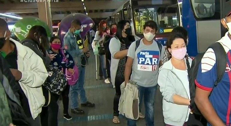 Mulher é esfaqueada dentro do terminal de ônibus na Lapa, zona oeste de SP