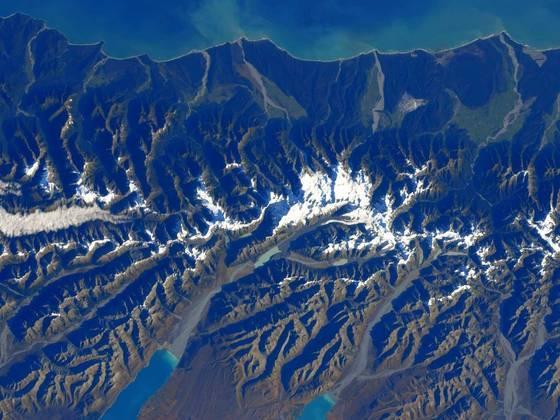 Com o fim da missãoCrew-1, restarão agora sete tripulantes na Estação EspacialLocal: Mount Cook, a montanha mais alta da Nova Zelândia