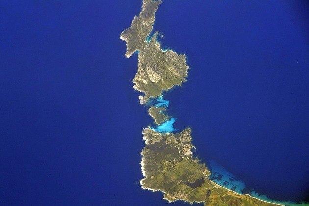 Junto com ele,desembarcarão outros três astronautasLocal: Isola Piana, uma ilha na Itália