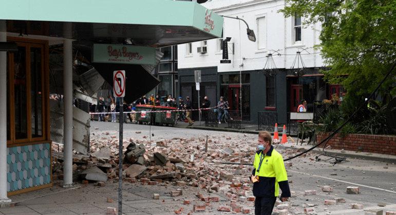 Prédios de Melbourne ficaram danificados após terremoto no sudeste da Austrália