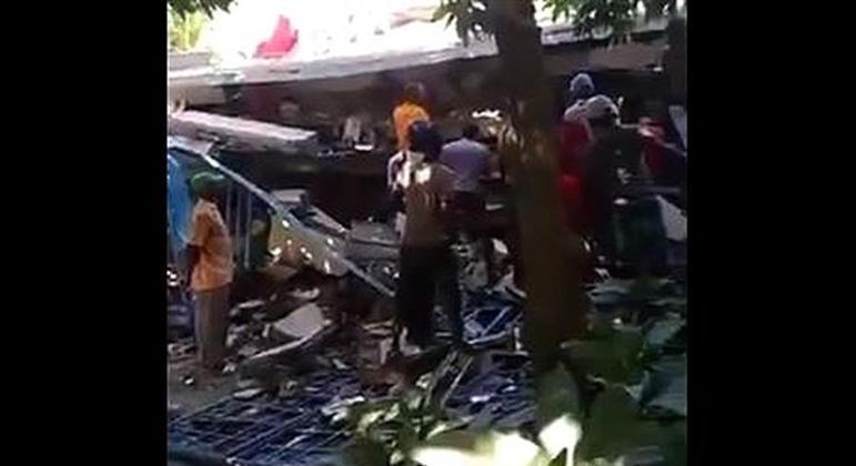 Centenas de mortes já foram confirmadas após o tremor