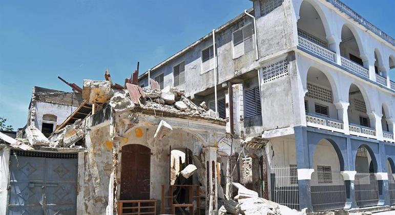 Diversos desabamentos foram registrados após o tremor que atingiu o país