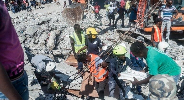 Haiti registra mais de 1.200 mortes após forte tremor de terra