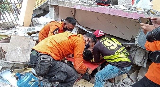 Mais de 600 pessoas ficaram feridas após terremoto na Indonésia