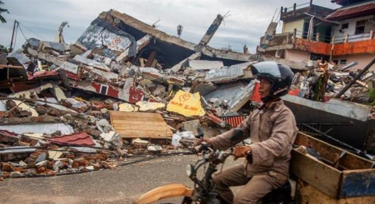 Número de mortos na Indonésia após terremoto chega a 73 e há mais de 800 feridos
