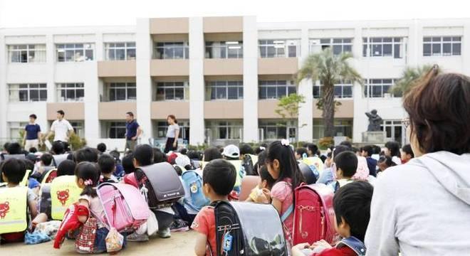Escola é evacuada na cidade de Osaka, no oeste do Japão