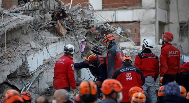 Número de mortos após terremoto na Turquia chega a 85