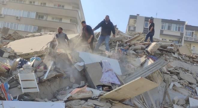Prédios caíram com intensidade de terremoto na Turquia