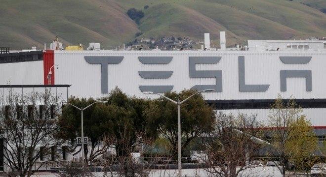 Musk Musk tem criticado a paralisação e as ordens de quarentena