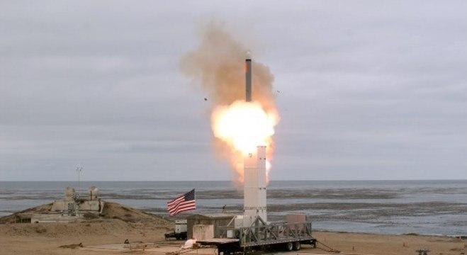 Teste de míssil balístico dos EUA é 'medida perigosa', segundo a Coreia do Norte
