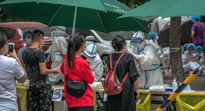 Pequim, que vive novo surto de coronavírus, faz testes para detectar casos