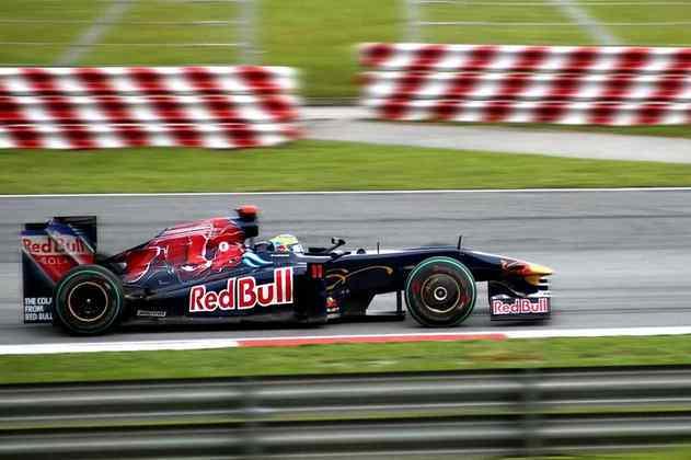 Tetracampeão da Champ Car, Sébastien Bourdais foi demitido para a chegada de Jaime Alguersuari na Toro Rosso.